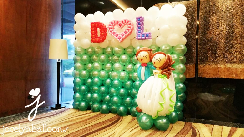 wedding balloon backdrop