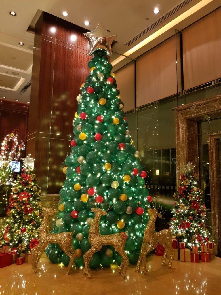 4.5m Tall Balloon Christmas Tree For Holiday Inn Singapore!