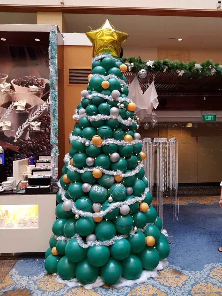 Christmas Balloon Decoration @ Holiday Inn Hotel