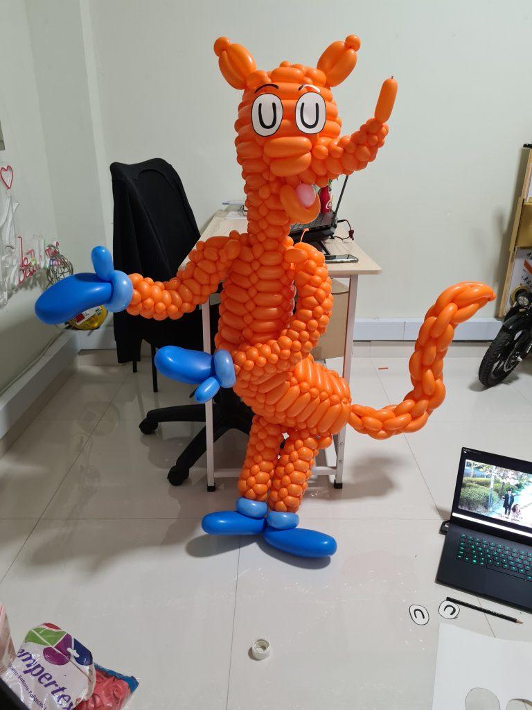 Dr Seuss Fox In Socks Balloon Sculpture