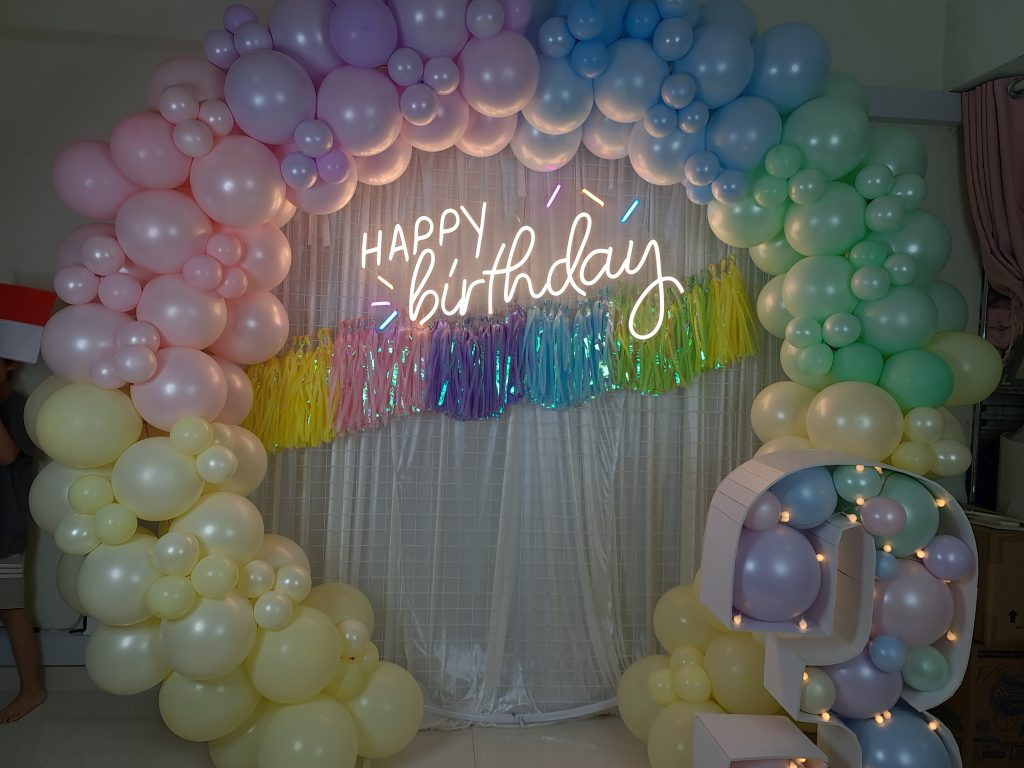 """Organic Pastel Circle Backdrop with """"3"""" Balloon Marquee Number"""
